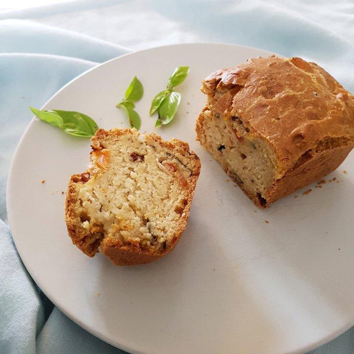 Cake végan aux tomates séchées/olives etbasilic